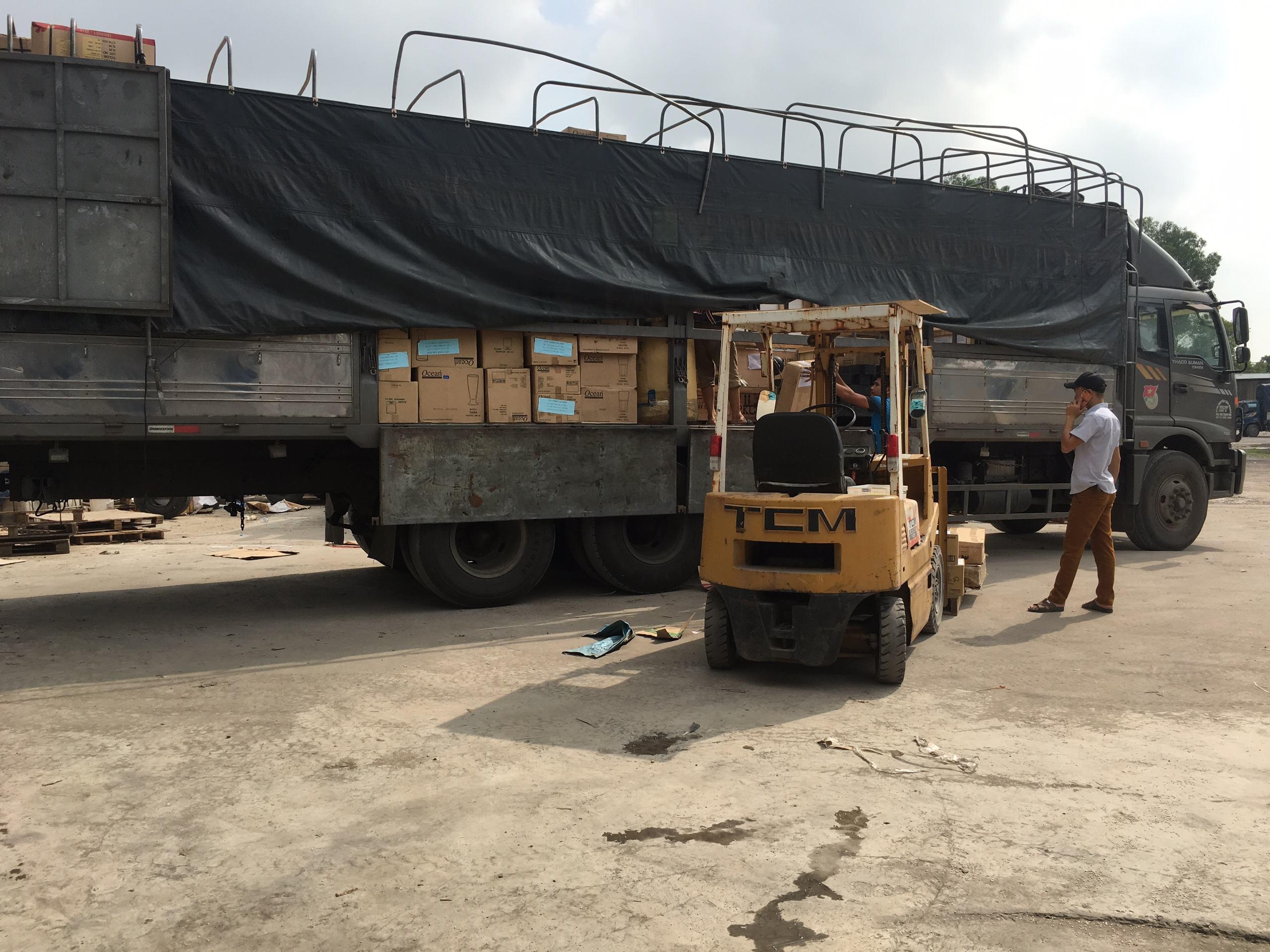 Đội xe chuyển hàng Hà Nội vào Sài Gòn