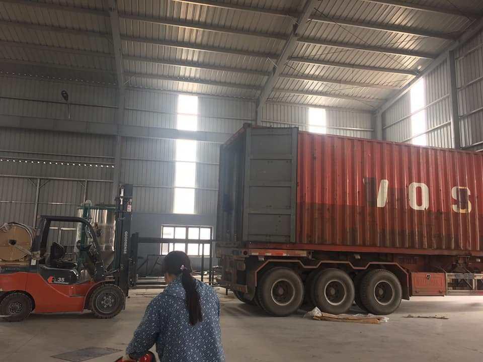 Đội xe vận chuyển hàng Bắc Ninh
